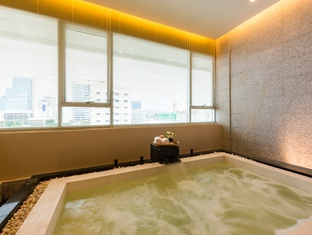 STEAM BATH, SAUNA AND JACUZZI Jasmine Grande Residence en Bangkok